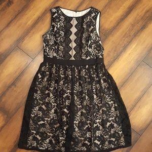 Women's black&cream dress